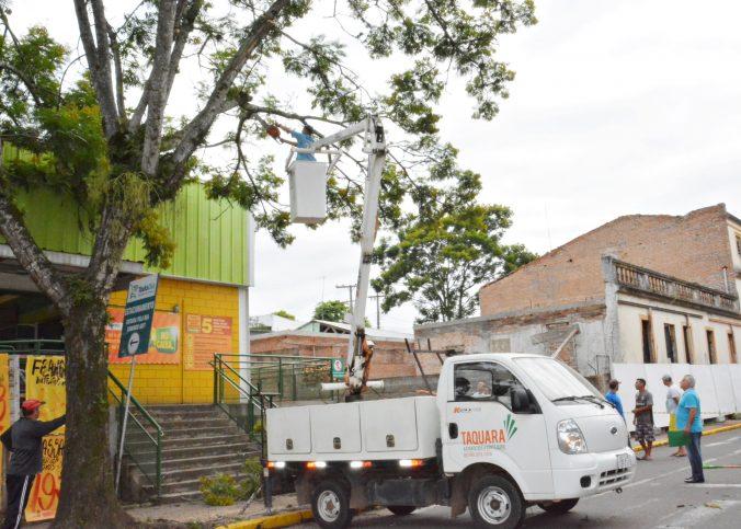 cesta aerea taquara 676x483 - Prefeitura realiza operação com Cesta Aérea IMAP