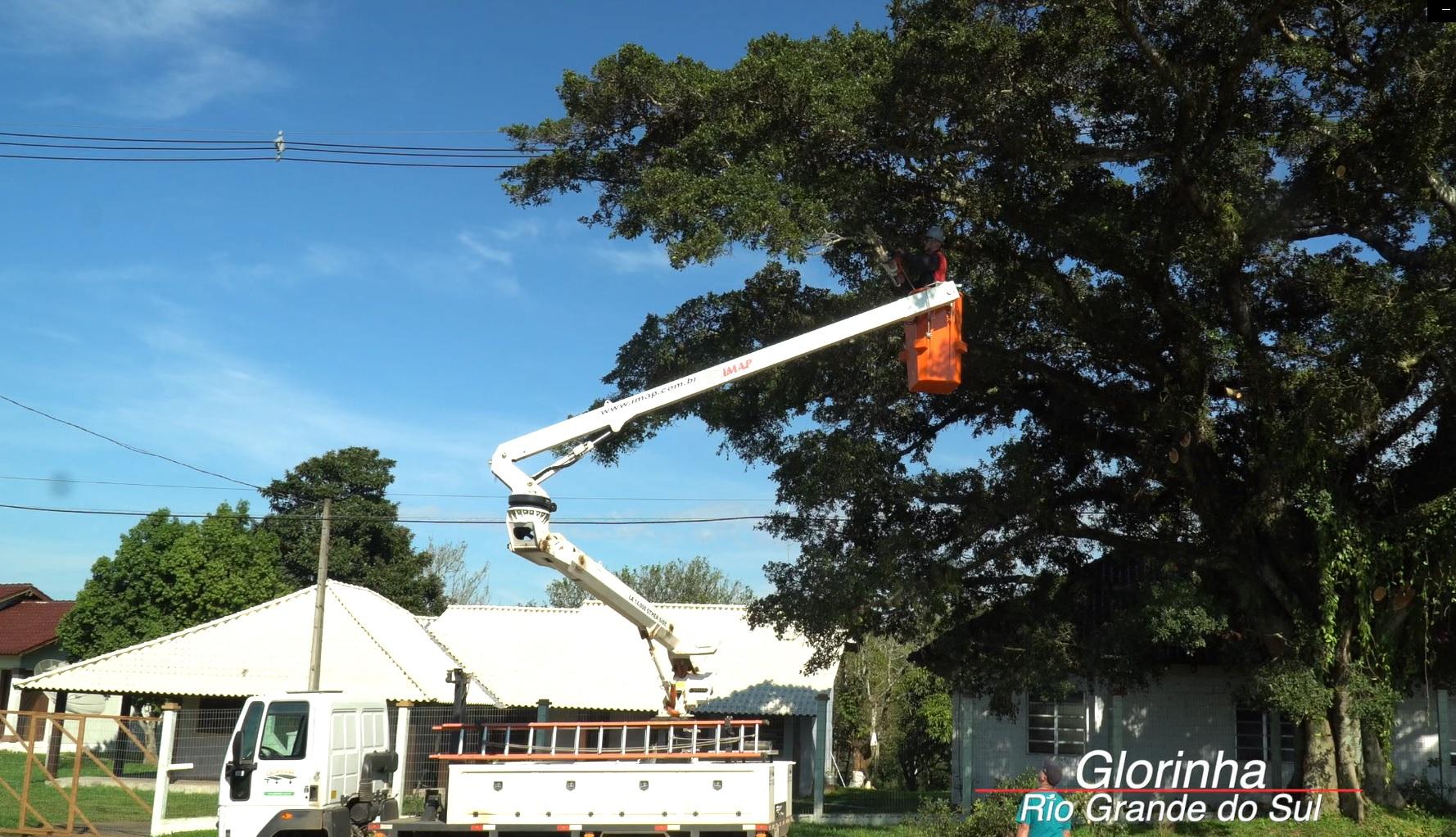 Cesta Aérea Glorinha RS - [Case de sucesso] Podas de árvores na manutenção dos municípios