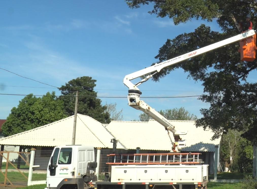 Other Side Glorinha - [Case de sucesso] Podas de árvores na manutenção dos municípios