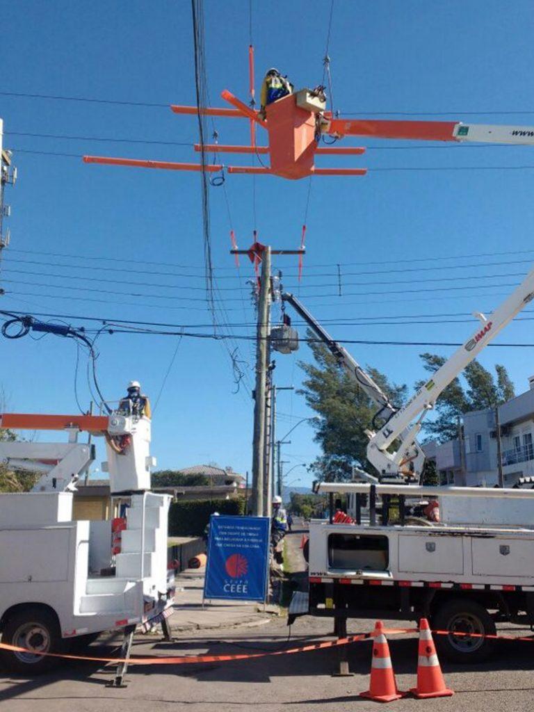 manutenção ceee 768x1024 - Manutenção em redes energizadas