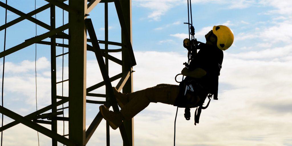 trabalho em altura 1024x511 - Trabalho em altura: como garantir segurança e eficiência